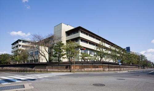 金沢医療センターの駐車場誘導業務/太平ビルサービス株式会社